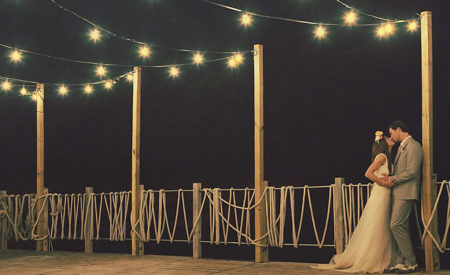 sea-wedding-lights-salento